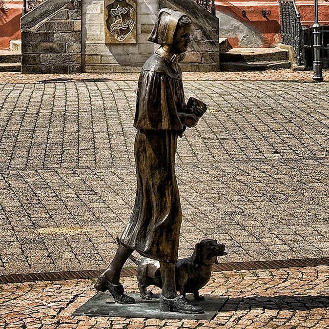 Bronzefigur - Die Diakonisse - Rotenburg a.d. Fulda